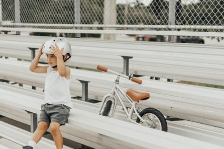 Banwood kask dziecięcy rowerowy chrome